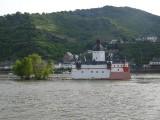 Een kerkje midden in de Rijn
