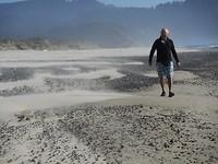 Harde woei op het strand