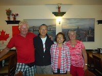 Op de foto met de familie Jung Sook