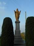 Christus beeld bij kerk
