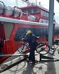 De fietsen gaan mee op de ferry