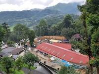 Uitzicht vanaf het dak van de lepraverpleegafdelingen