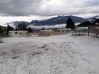 Zo zag de camping er maandagochtend uit na een hagelonweersbui.