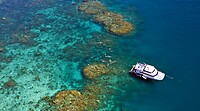 Reef_Experience_Cairns_Dive__Snorkel_Tour_Australia_Great_Barrier_Reef1-1260x700