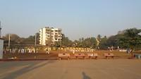 Speelveld van de school achter mijn appartement