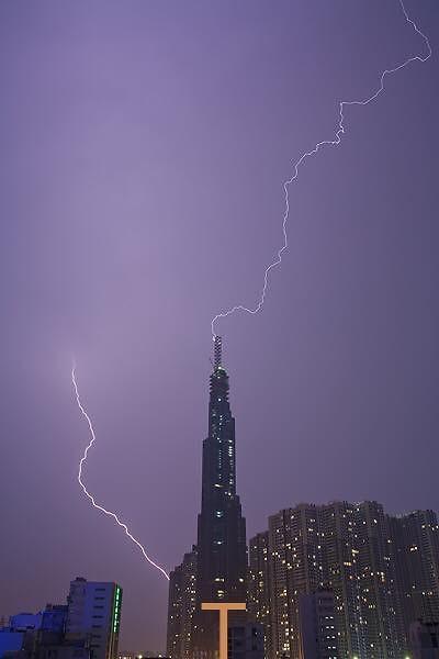 Onweer in mijn wijk (niet mijn foto)