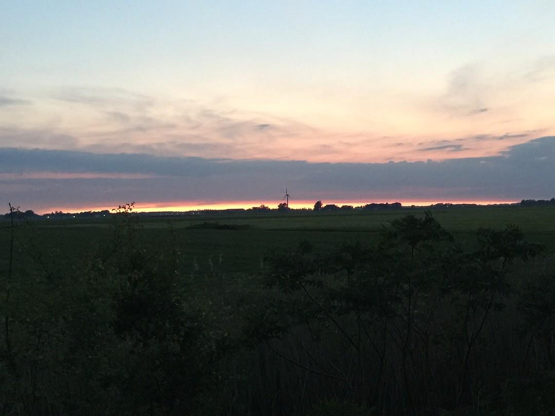 Zonsondergang tussen Leeuwarden en Dokkum