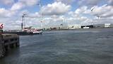 drukte in de haven van Antwerpen bij uitvaren van de sluis