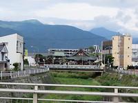 De bruggen over de rivier van Matsumoto zijn ook erg mooi.