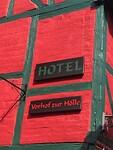 De voorkant van een hotel