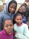 I de township willen de kinderen graag op de foto