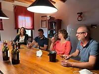 Wijntjes proeven bij wijnhuis Azienda Agricola Cavalchina Società Semplice