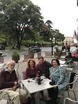 Met Marijke en Geri bij café Van Gogh
