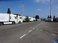 Veel vrachtwagens, ook op de parkeerterreinen