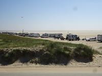 Het brede strand waar erg veel campers op staan