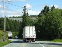 Lang achter een vrachtwagen
