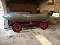 Er was ook een museum met voertuigen en koetsen, hier een snelheidskampioen uit negentiende eeuw.
