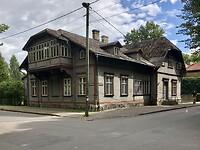 Nog een houten huis.