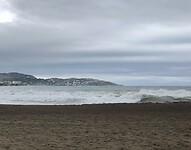 Grijze lucht en grijze zee.