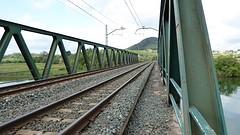 Op de spoorbrug tussen Bóo en Mogro.