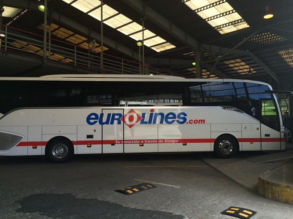 De eerste bus tot Suco.