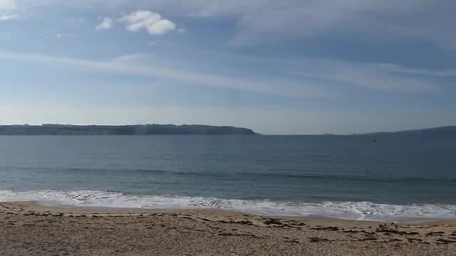 mino ligt op schiereilandje. Vanmiddag het strand gevonden. De blote 60+ ers maar niet gefilmd ;-)