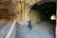 Tweede tunnel vandaag. Vlak voor eind onderhoudstunnel door naar buiten.