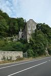 Huis bovenop de rots net buiten Namen