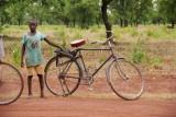 de jongen en zijn fiets