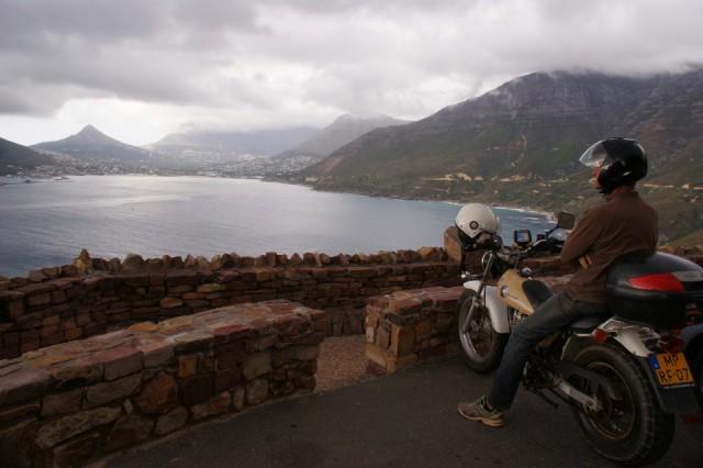 aan de andere kant van de berg regent het
