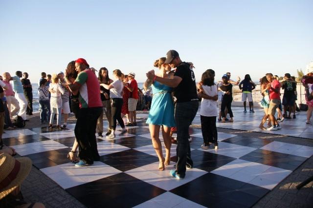 salsa dansen op de boulevard in Kaapstad