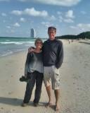 op het strand in Dubai
