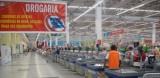 een derde wereld supermarkt in Brasilia. Er zijn 57 kassa's_