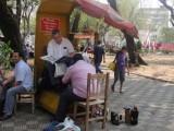 schoenen poetsen op de plaza in Asuncion