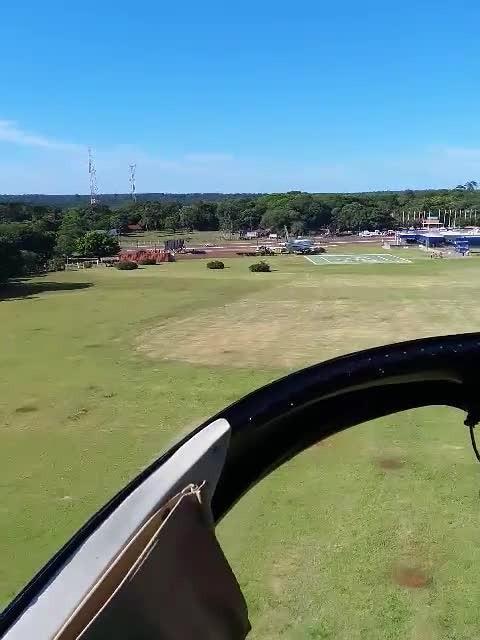 Door luchtruim landend na bezoek aan watermassa's