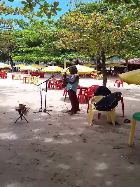Muzikaal intermezzo op strand va Paraty