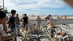 Clubje fietsers op boulevard Copacabana