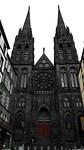 Zwarte kerk met twee torens