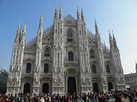 ... Duomo met reusachtige voorgevel ...