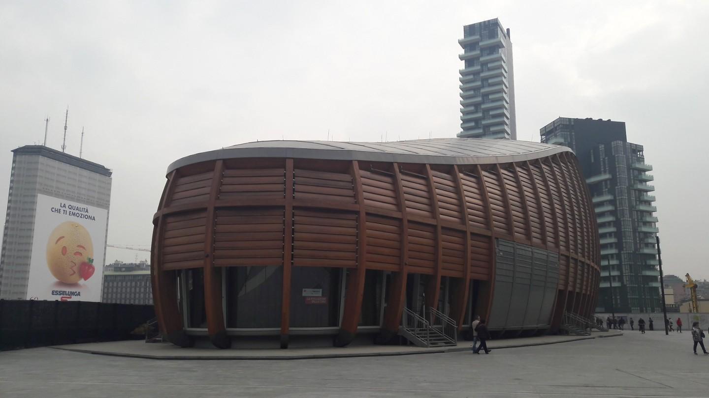... houten schip? ... voor bijeenkomsten ...