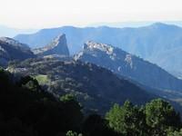 ... langs bergtoppen van 1.500 meter ...