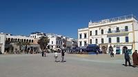 ... groot plein met Andalusische uitstraling ...