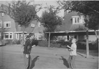 Hans Bertelsen (rechts) leert koppen met Peter Samuel