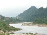 Brug over de rivier op weg naar Dong Ha