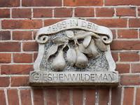Gevelsteen in dorp Giessen-Oudekerk!