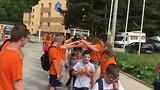 Basisschoolklas die vertrekt bij Fonjica