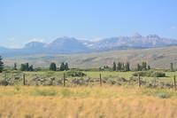 De laatste tientallen km voor Grand Teton zien we terug bergen...