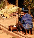 Yao vrouw aan het werk