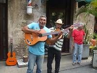 Twee vrolijke muzikanten uit Havana.