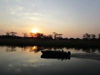 Zonderondergang met zicht op de Kwango-rivier
